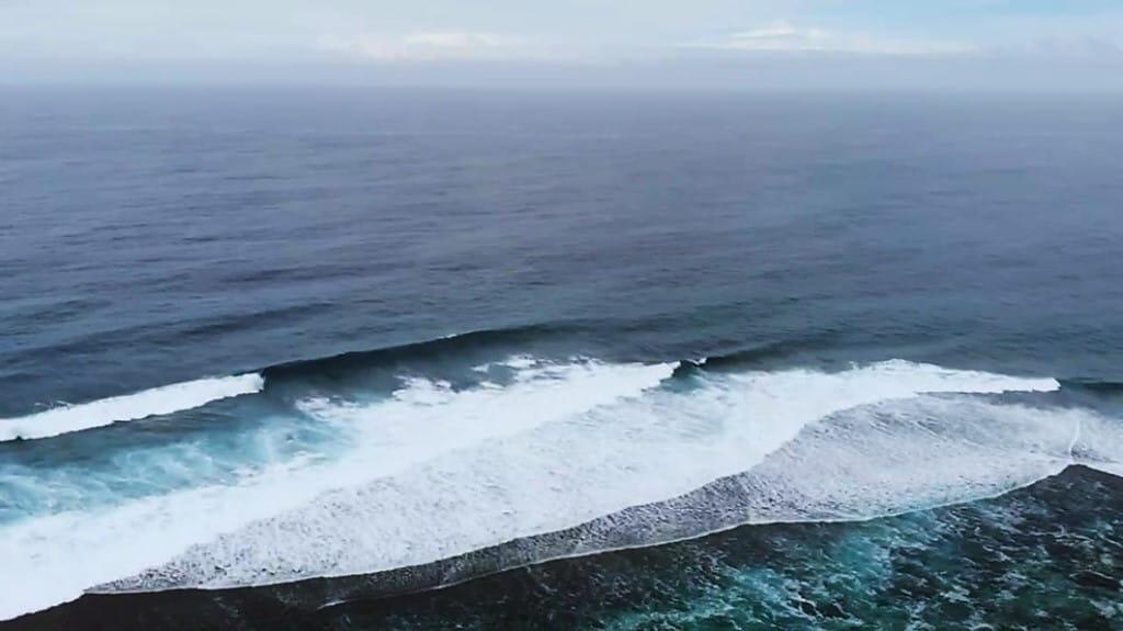 surf Teahupoo