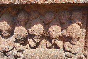 Las llamativas esculturas polinesias que son dioses pero parecen otra cosa